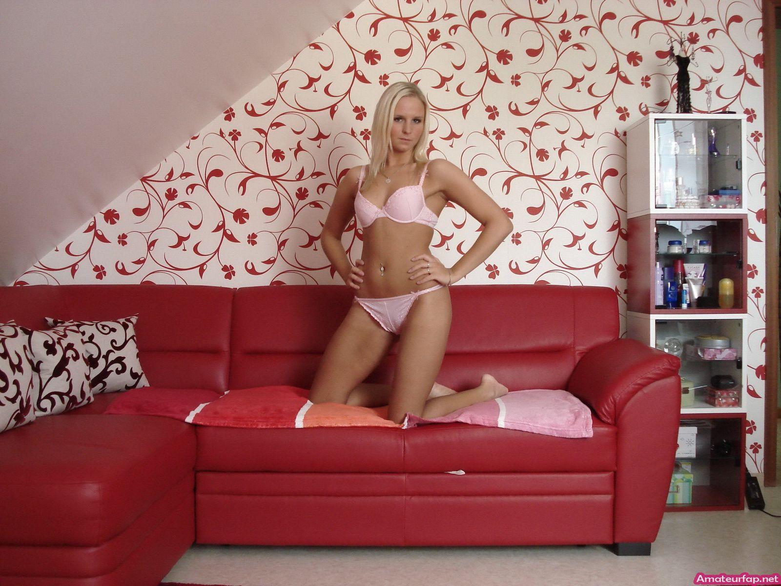 Интим фото хорошенькой светловолосые девки в розовом нижнем белье