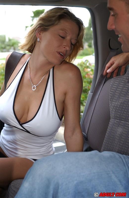 Serena Stevens пососала в микроавтобусе