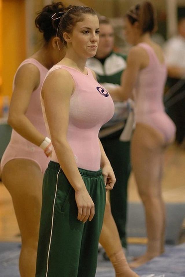 Горячие спортсменки похвастались классными задками