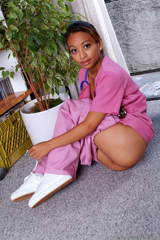 Ласковая медсестра сильно хочет ебаться