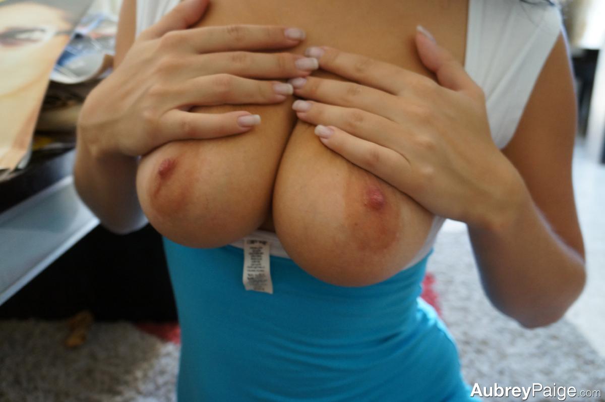 Домашняя порнушка желанной брюнетки