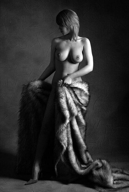 Чикули с молодыми буферами сексуально красуются в нижнем белье и голые