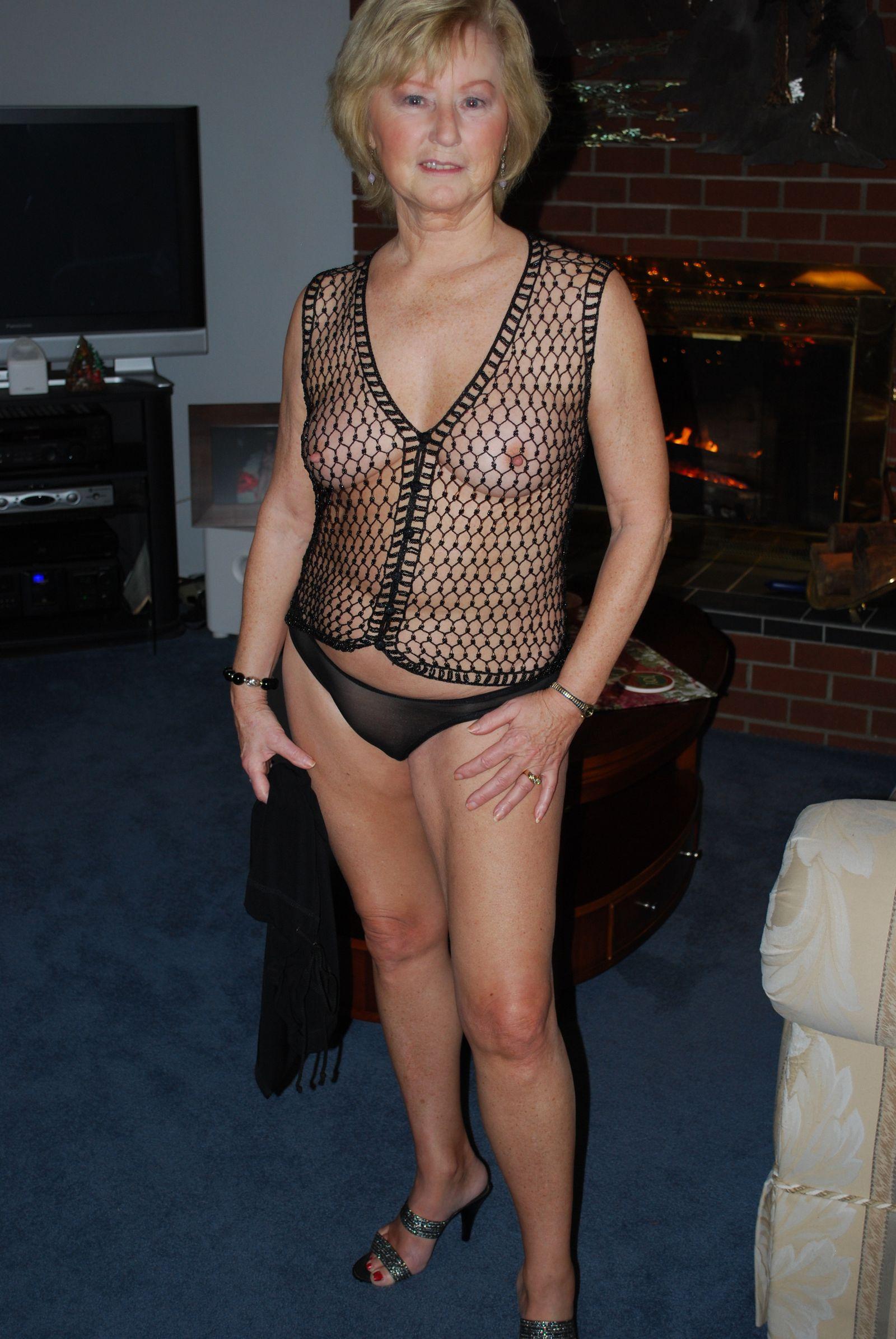Xxx фото сексуальной пожилой сучки со свелыми волосами