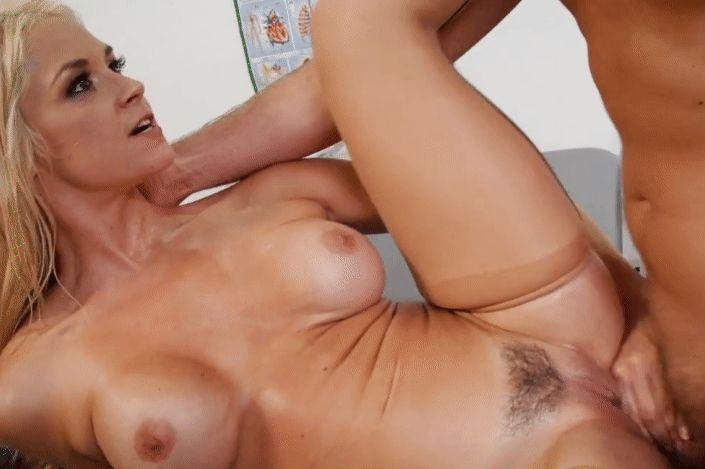 Титястая медсестра получила сквирт от рук пациента, порно гифки