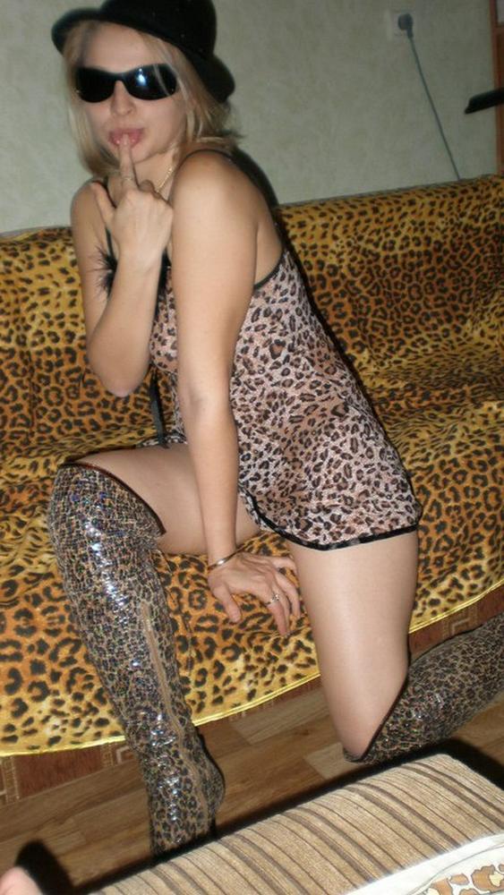 У сексуальной девки началось весеннее обострение
